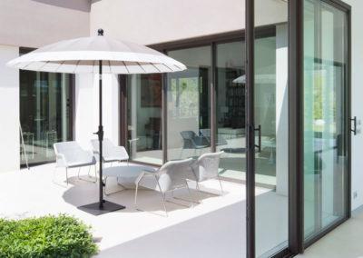 Portes-fenêtres coulissantes en aluminium par Kawneer