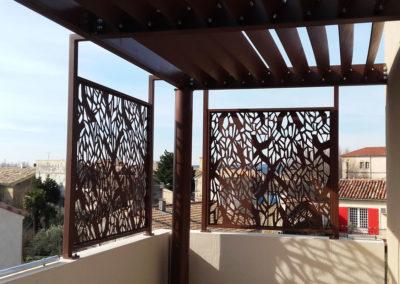 Brise-vue tôlé de balcon et auvent à lames en acier