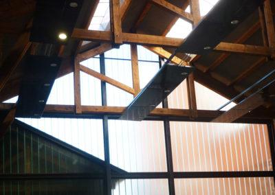 Charpente acier en soutien d'une charpente bois historique