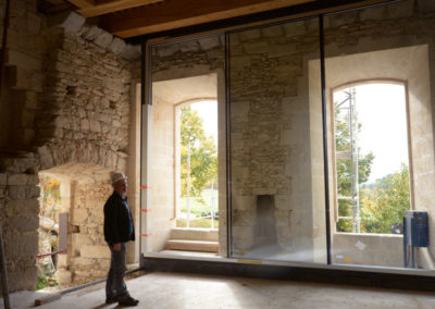 Coulissants grande hauteur Weeeze posés par MASFER au château de Buoux