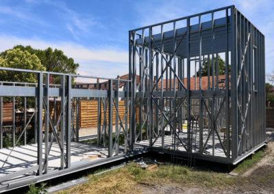 Extension de maison en ossature légère acier en cours de pose