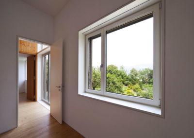 Fenêtre asymétrique ouvrante à battants en PVC