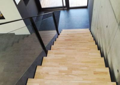 Garde corps en verre pour escalier en bois et acier