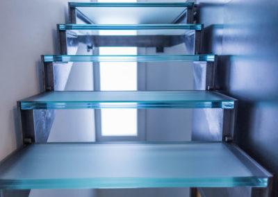 Marches d'escalier en verre bleuté