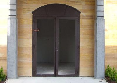 Porte en acier vitrée avec imposte cintrée