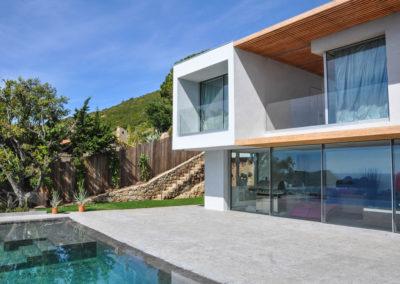Maison avec fenêtres panoramiques XXL par Weeeze