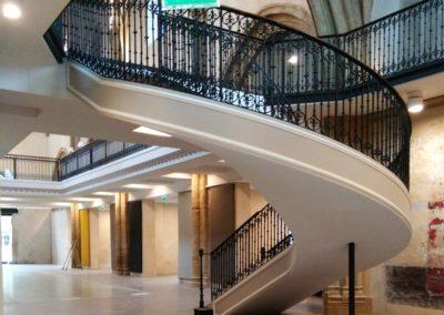 Escalier tournant en fonte restauré et posé