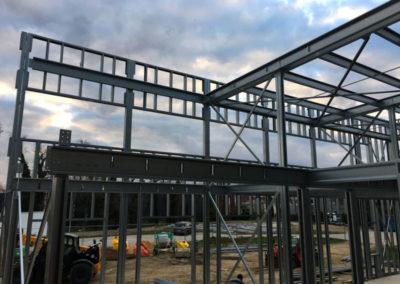 Cloisons-grandes-dimensions-en-ossature-légère-acier-en-cours-de-construction